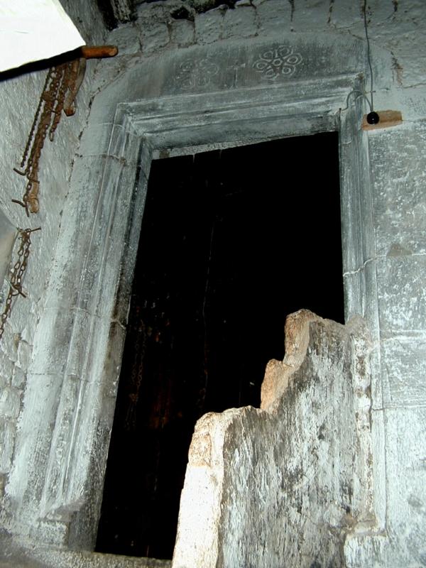 Patio. Puerta de la torre