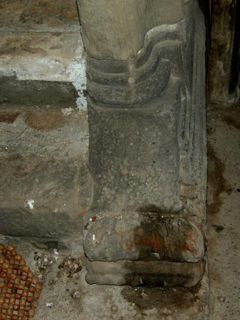 Escalera. Basa del primer balaustre