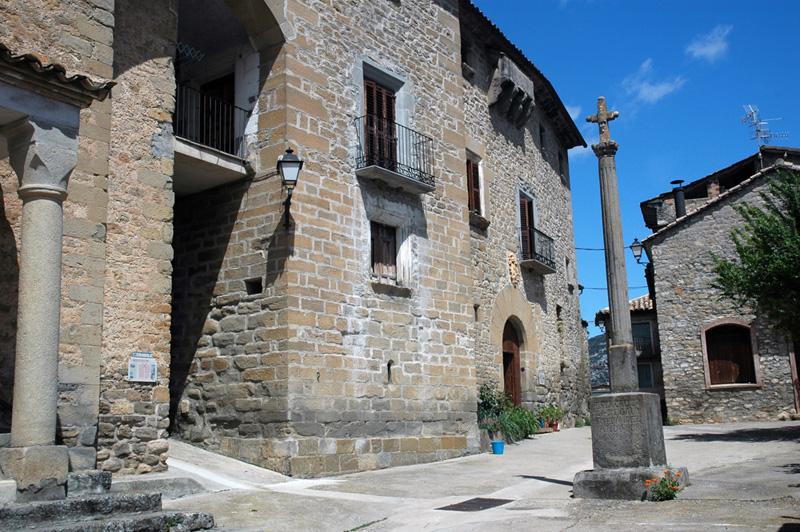 Fachadas de la torre y la casa