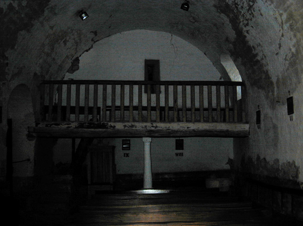 Iglesia. Pies. Coro. 2000