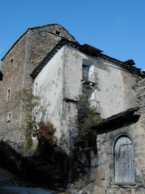 Portalón, vivienda y torre desde el sureste
