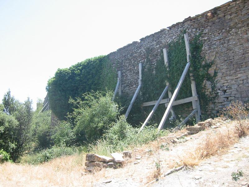 Muralla exterior. Apeos. 2002