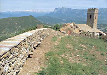 Muralla, abadía e iglesia de Santa María