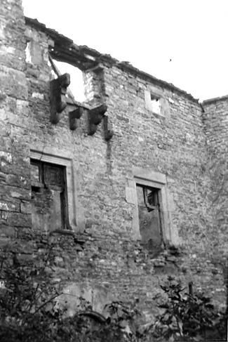 Fachada. Detalle de la parte superior. 1979