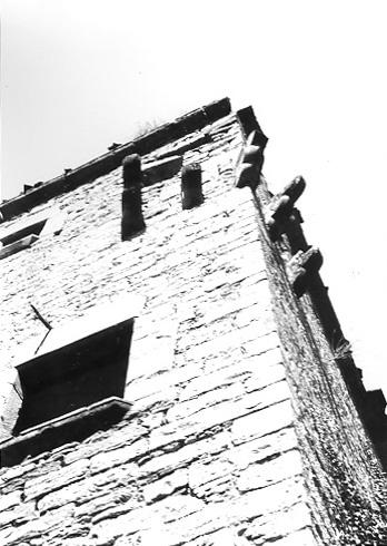 Restos de matacán en esquina. 1979