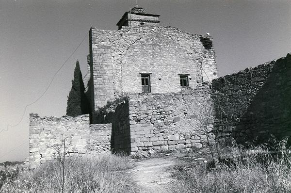 Iglesia y restos de murallas. 1997