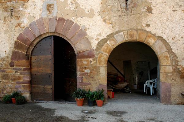 Puertas de la casa y la capilla