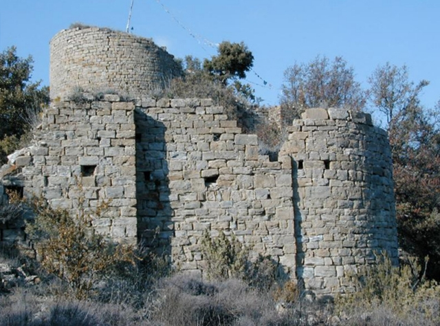 Iglesia y castillo desde el sur