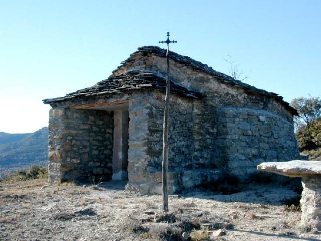 Cruz y ermita