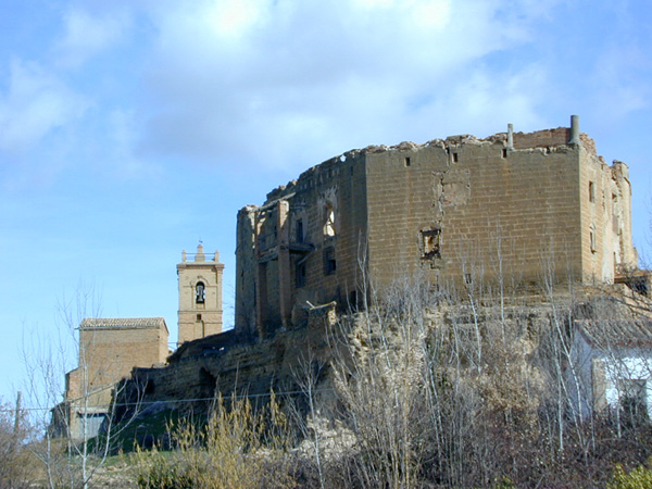Castillo e iglesia parroquial