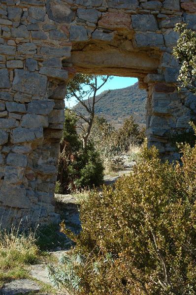 Puerta en el muro