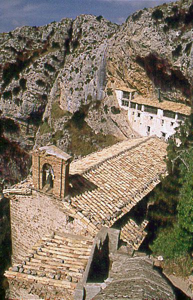 Ermita y casa del santero. 1997