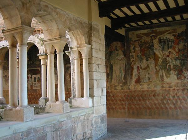 Claustro y pinturas murales. 2002