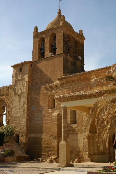 Pórtico y torre