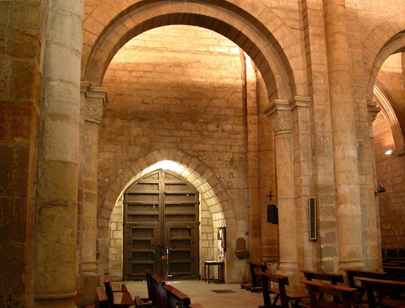 Puerta desde la nave central. 2004