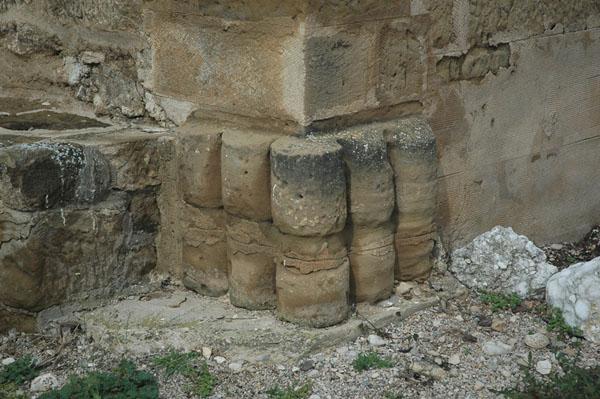 Haz de columnillas en la antigua cabecera