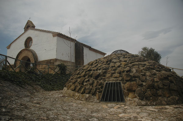 Ermita y pozo de hielo