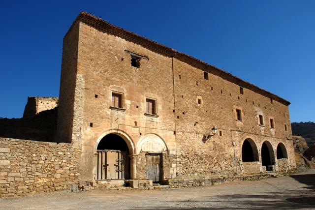Vista general: ayuntamiento y casa de los pobres