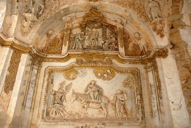 Relieves en la capilla de la cabecera