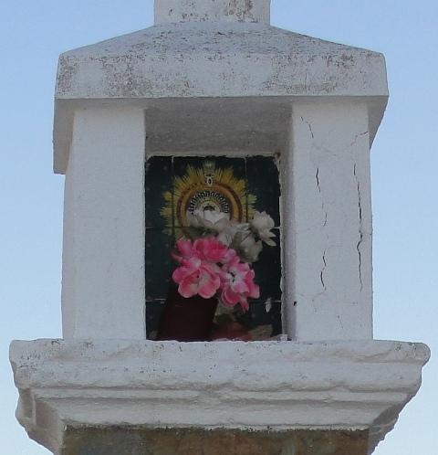 Imagen del peirón de la Virgen del Pilar