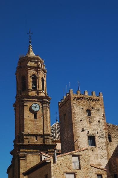 Torreón de los Nublos e iglesia