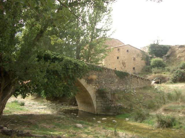 Puente Vallés con la masía al fondo