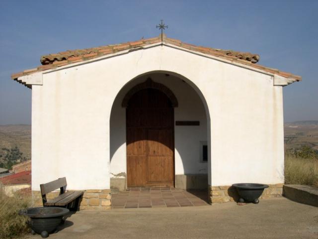 Atrio y puerta de la ermita
