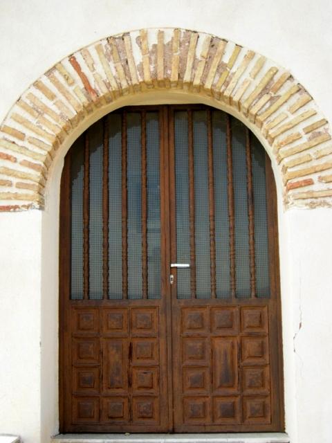 Puerta de una capilla del viacrucis