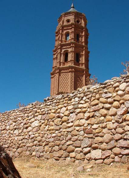 Vista torre y calle inferior
