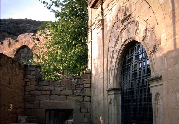 Vista del pórtico de la fachada occidental