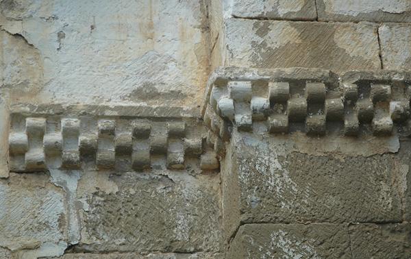 Detalle de la imposta ajedrezada