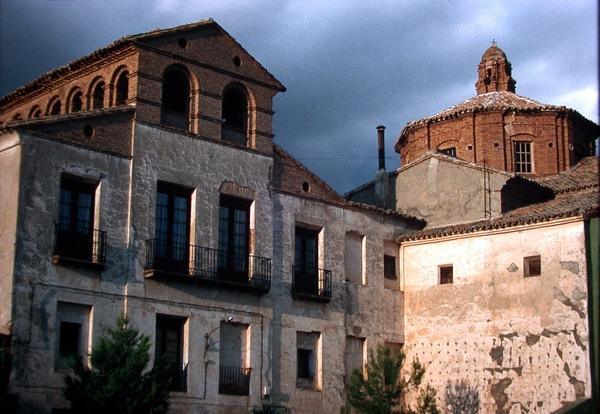 Vista exterior hacia la plaza