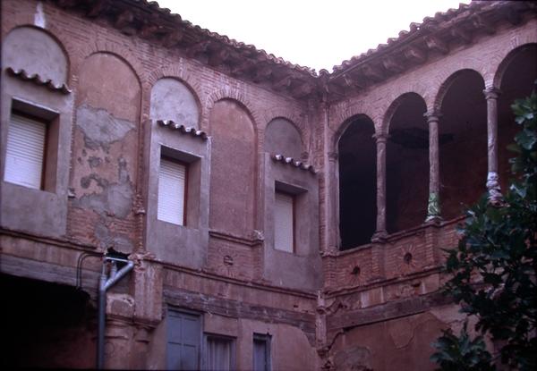 Vista exterior galeria de arcos del patio