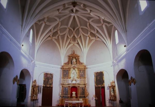Vista interior nave y capillas lado sur