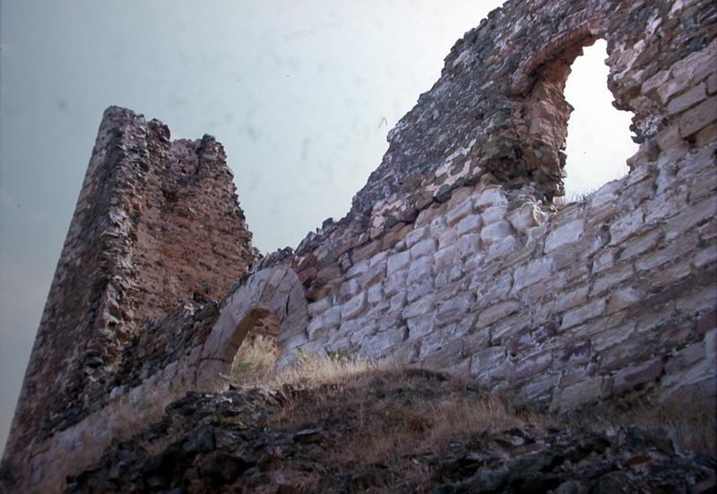 Restos muro exterior con portada