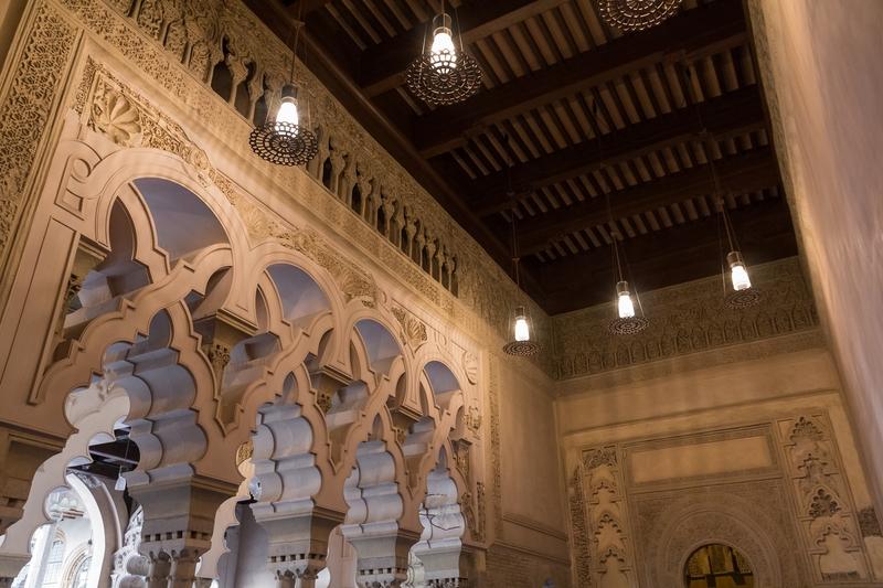 Arcos mixtilíneos salón de los mármoles