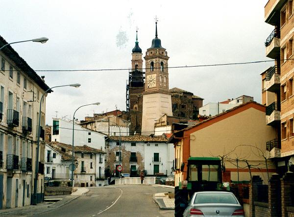 Vista general torre con calle