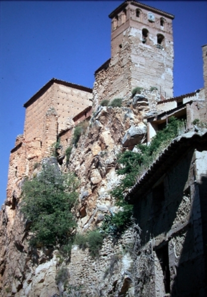 Vista exterior de la torre y de la cabecera