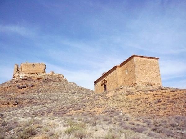 Ermita y castillo de la Raya