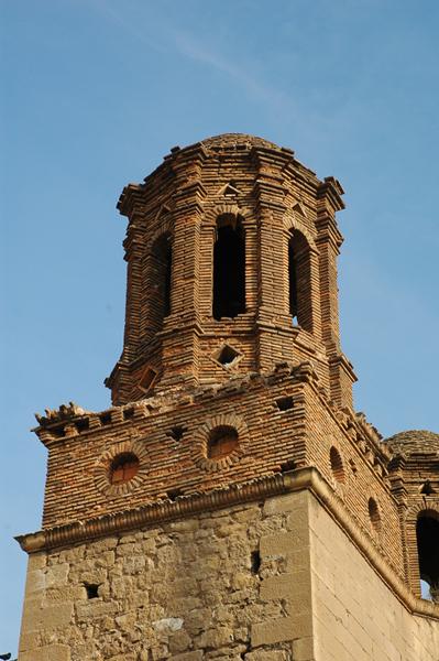 Torre del lado del Evangelio