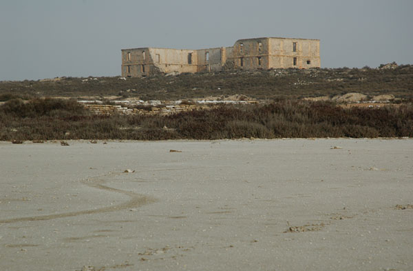 Laguna, eras y edificio principal