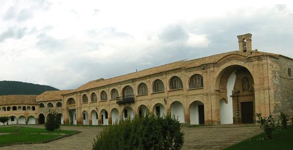 Patio. Capilla. 2002