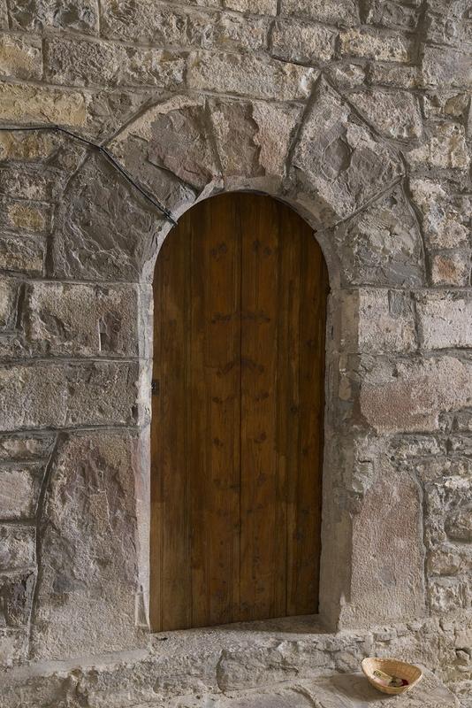 Puerta acceso torre