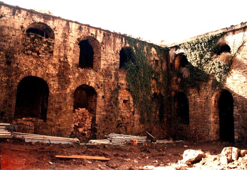Claustro. Crujías. 2001