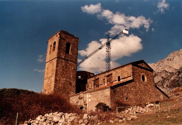 Iglesia. Exterior. 2001
