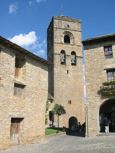 Torre desde la plaza