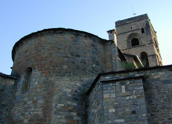 Cabecera y torre desde el este