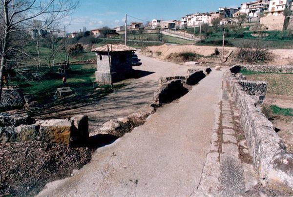 Desprendimientos en el pretil. 2001
