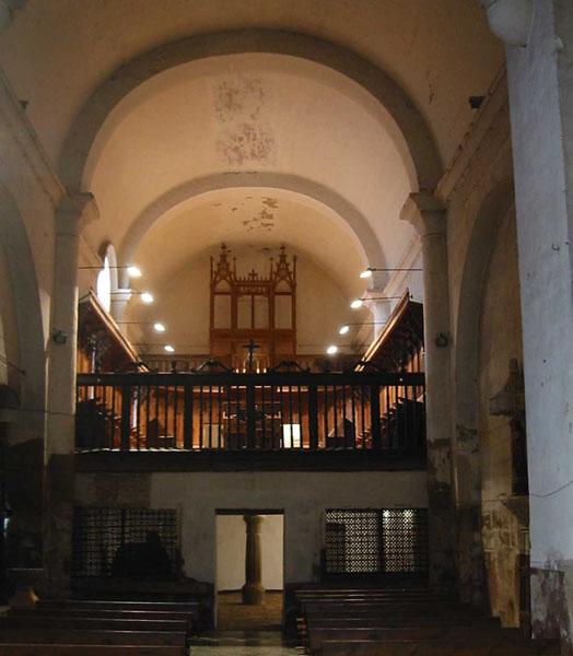 Iglesia. Interior. Nave y coro