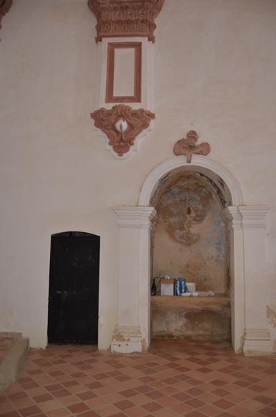 Muro de la Epístola. capilla y acceso a sacristía